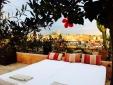 Betten auf der Terrasse